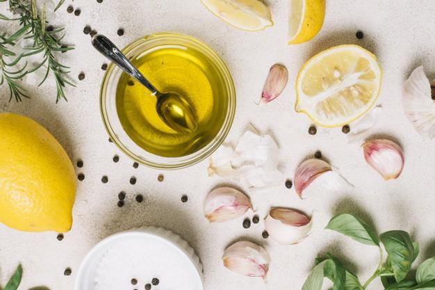 Trị mụn trứng cá bằng dầu dừa và chanh cho da nhờn