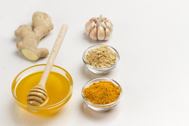 Cách trị trứng cá bằng mật ong và nghệ