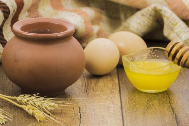 Cách trị mụn trứng cá bằng mật ong và trứng gà