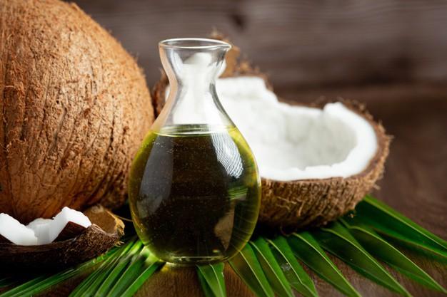 Cách trị mụn đầu đen bằng dầu dừa nguyên chất