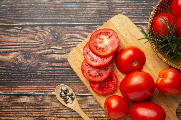 Mặt nạ cà chua trị mụn trứng cá tại nhà