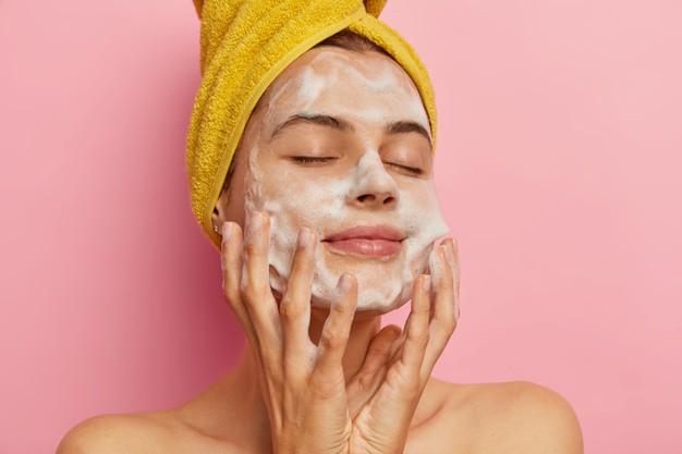 Cách chăm sóc da nhờn mụn đầu đen tại nhà