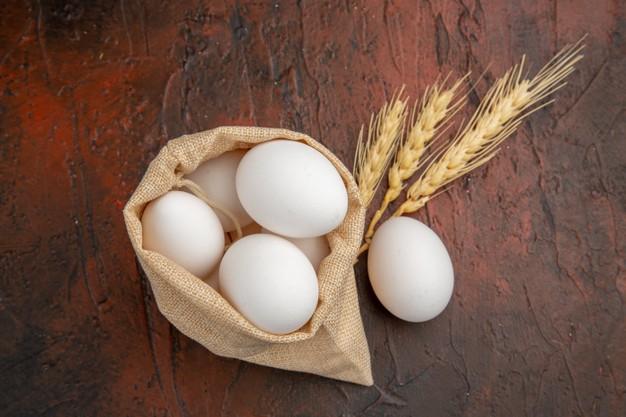 Cách chọn trứng gà lột mụn đầu đen tại nhà