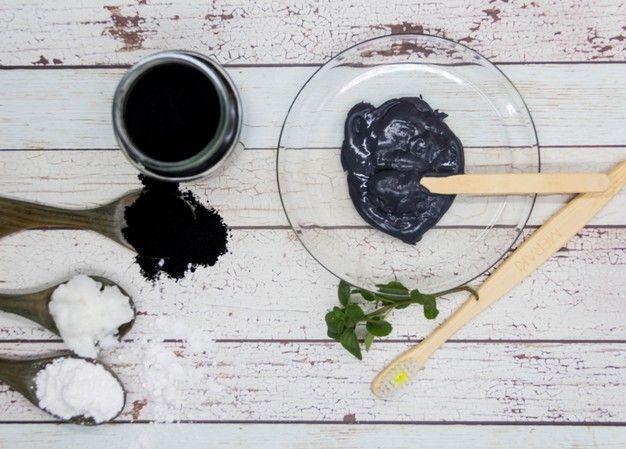 Dầu dừa và than hoạt tính trị mụn đầu đen tại nhà