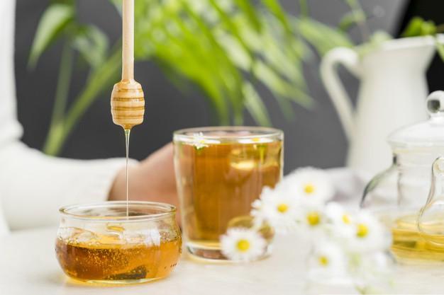 Mật ong và cơm nóng trị mụn đầu đen tại nhà