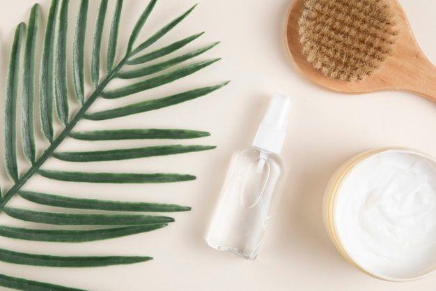 Chọn mỹ phẩm và kem dưỡng ẩm phù hợp