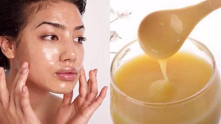 Cách dùng sữa ong chúa trị mụn đầu đen tại nhà