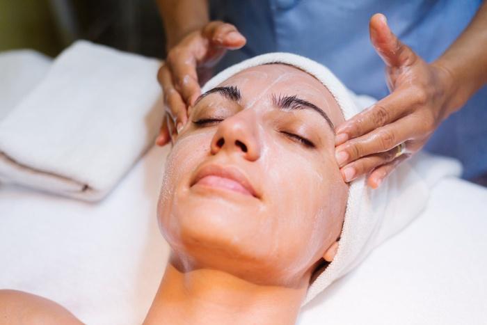 Cách loại bỏ mụn ẩn trên trán hoàn toàn với 4 bước chăm sóc da